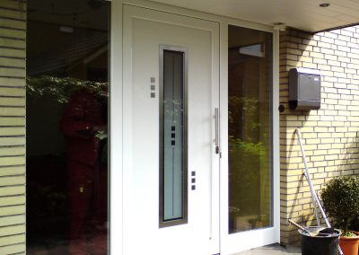 Haustür-mit-2-Seitenteilen